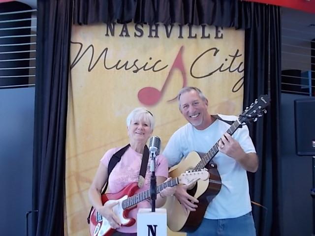 DT Nashville Vititors Cntr Pic Tony & Mo 1