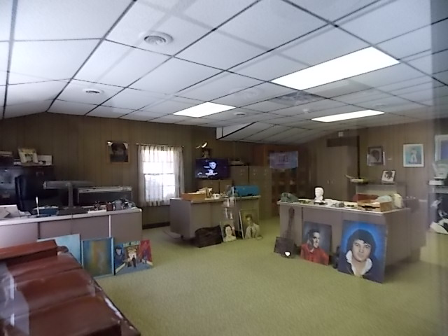 G Graceland Business Office