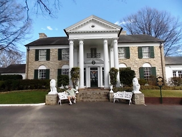 Touring Elvis's Graceland (Part 1) - You Me and the Dock