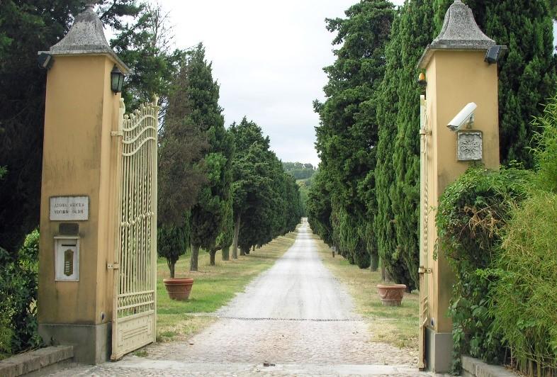 Par 11 Balsamico Factory gates