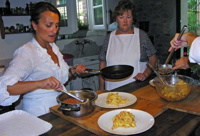 Par 19 Chefs cooking pasta
