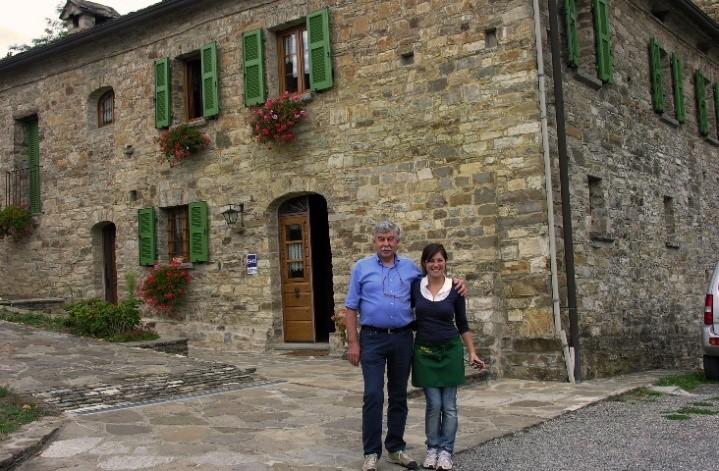 Par 4 Couple in front of building