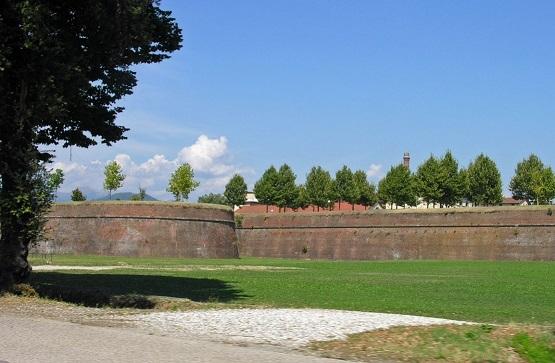 lucca and viareggio
