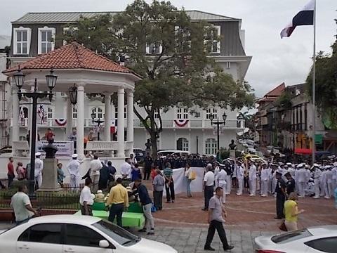 Plaza de La Independencia parade 4