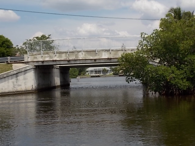 CANAL BRIDGE TO SPREADER